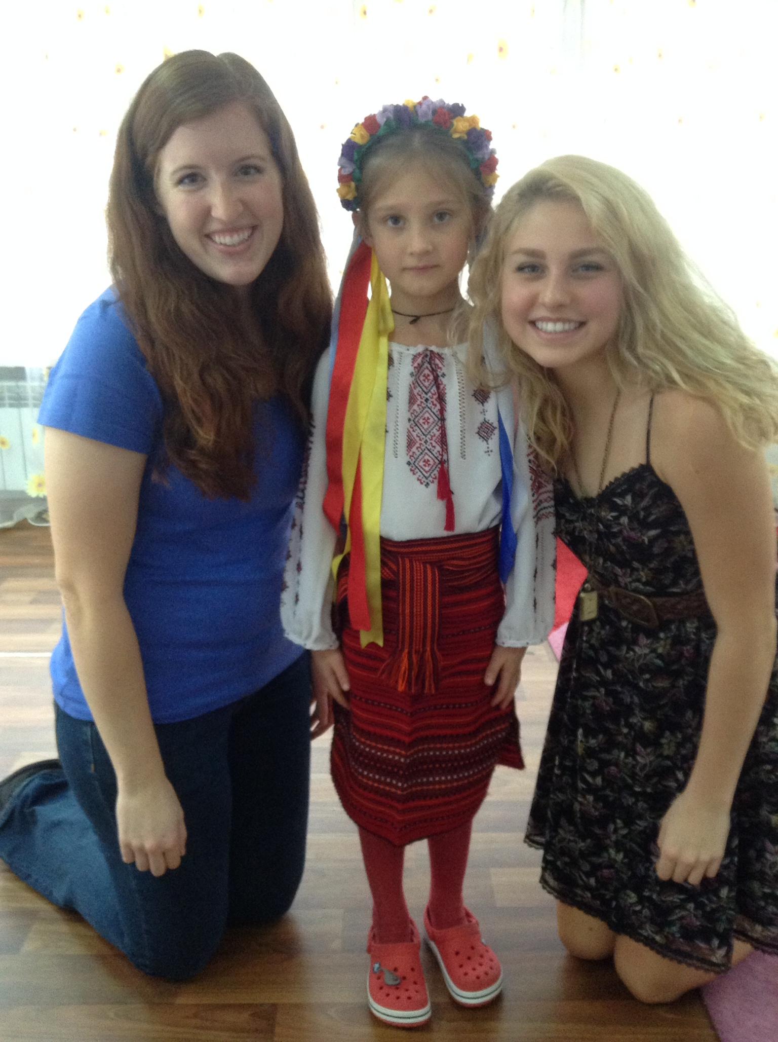Ukrainian_girl_traditional_dress-1