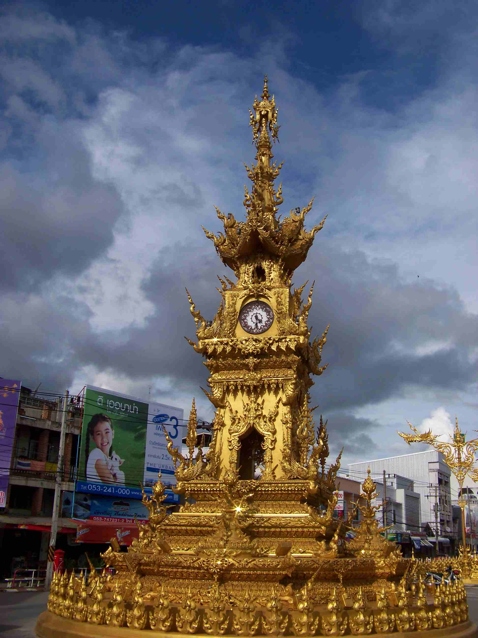 Chiang_Rai_Clock_Tower.jpg