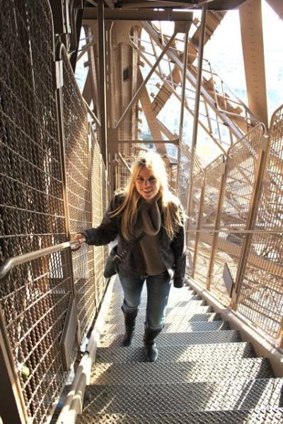 Eiffel_tower_stairs.jpg