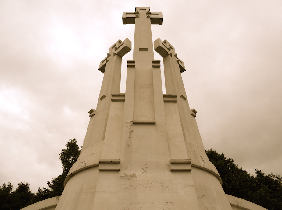Hill_of_3_crosses