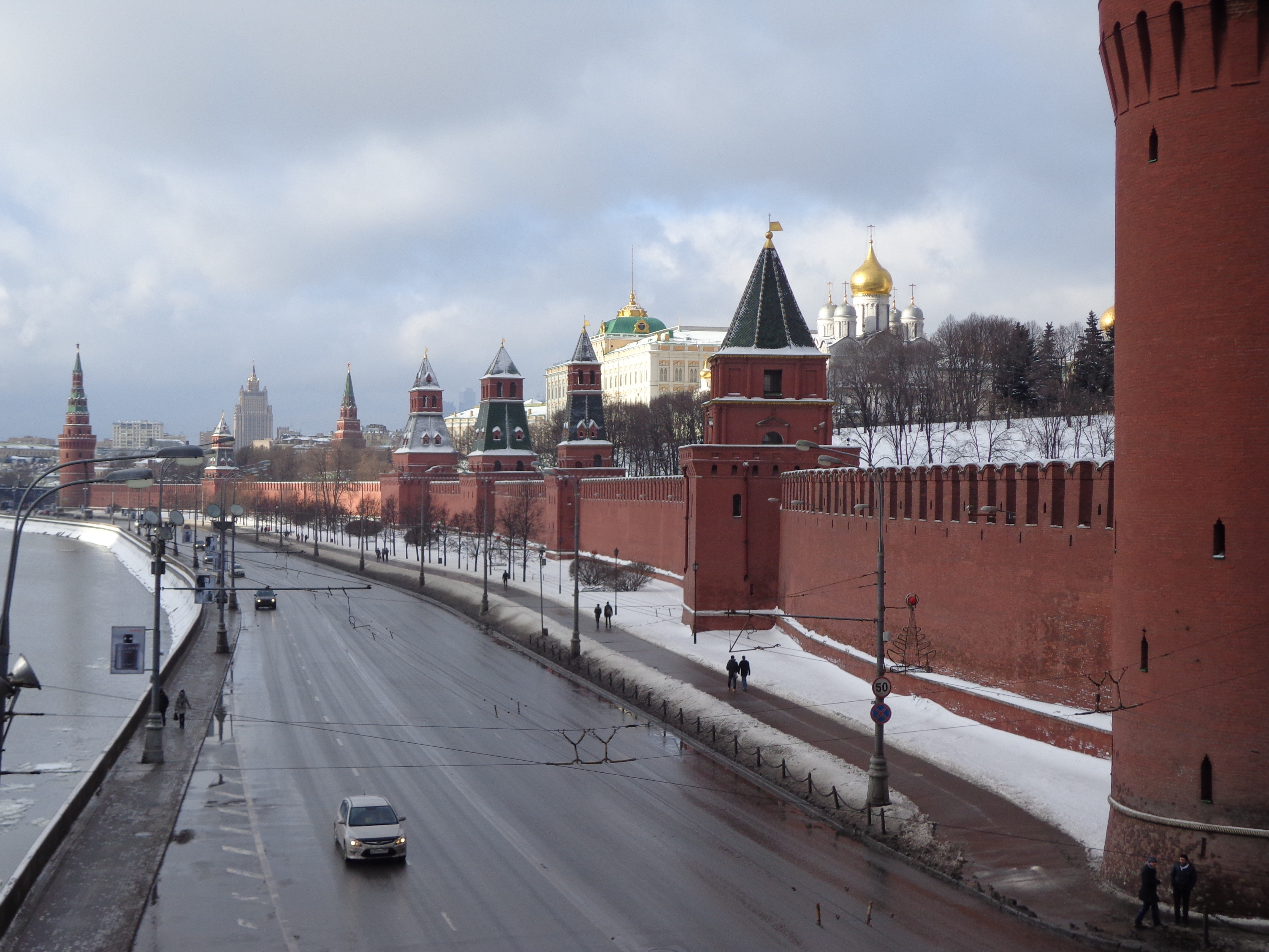 Kremlin_Wall.jpg
