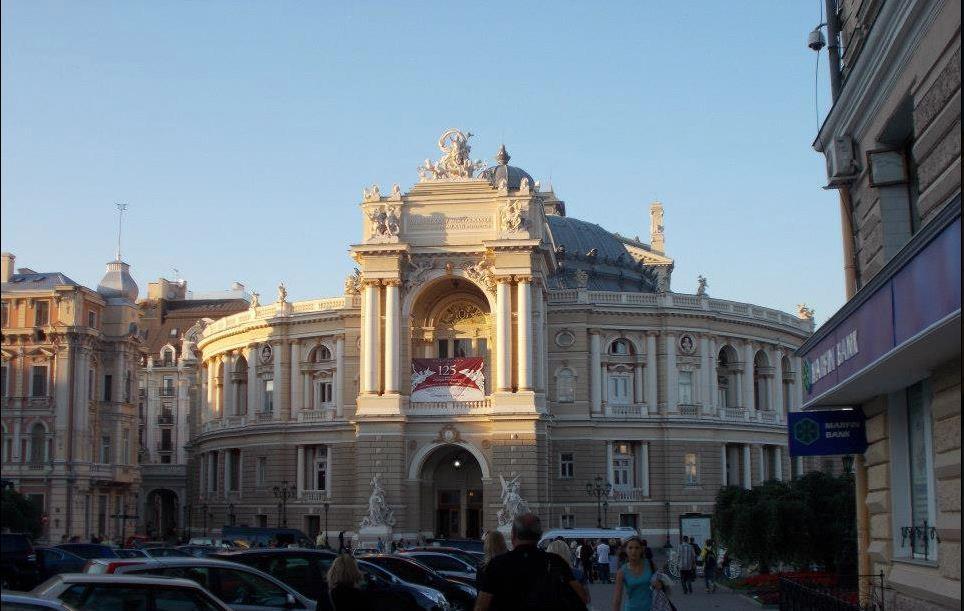 Opera_house_in_odessa_ukraine.jpg