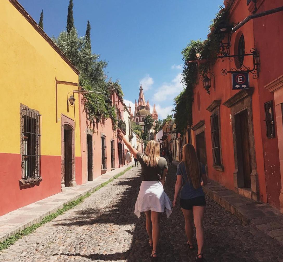 Volunteers living Mexico