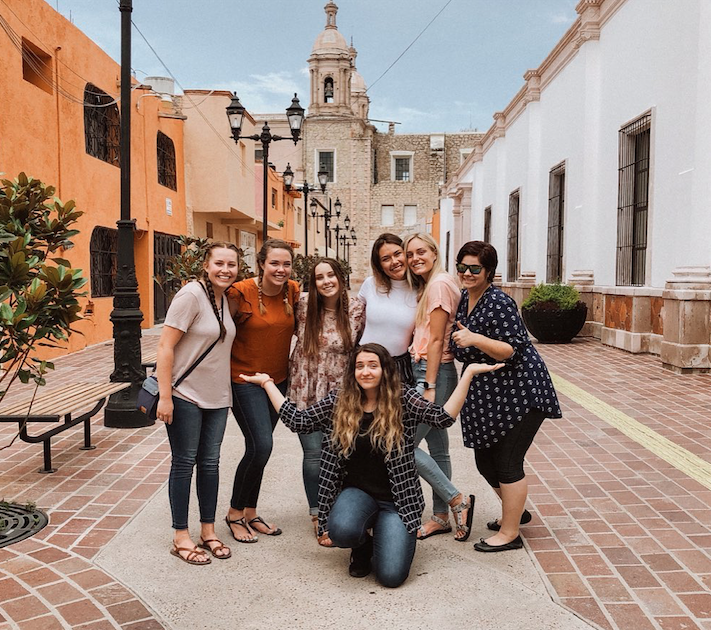 Teach kids English in Mexico