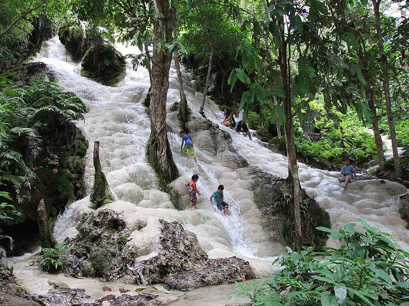 bua tong waterfalls.jpg