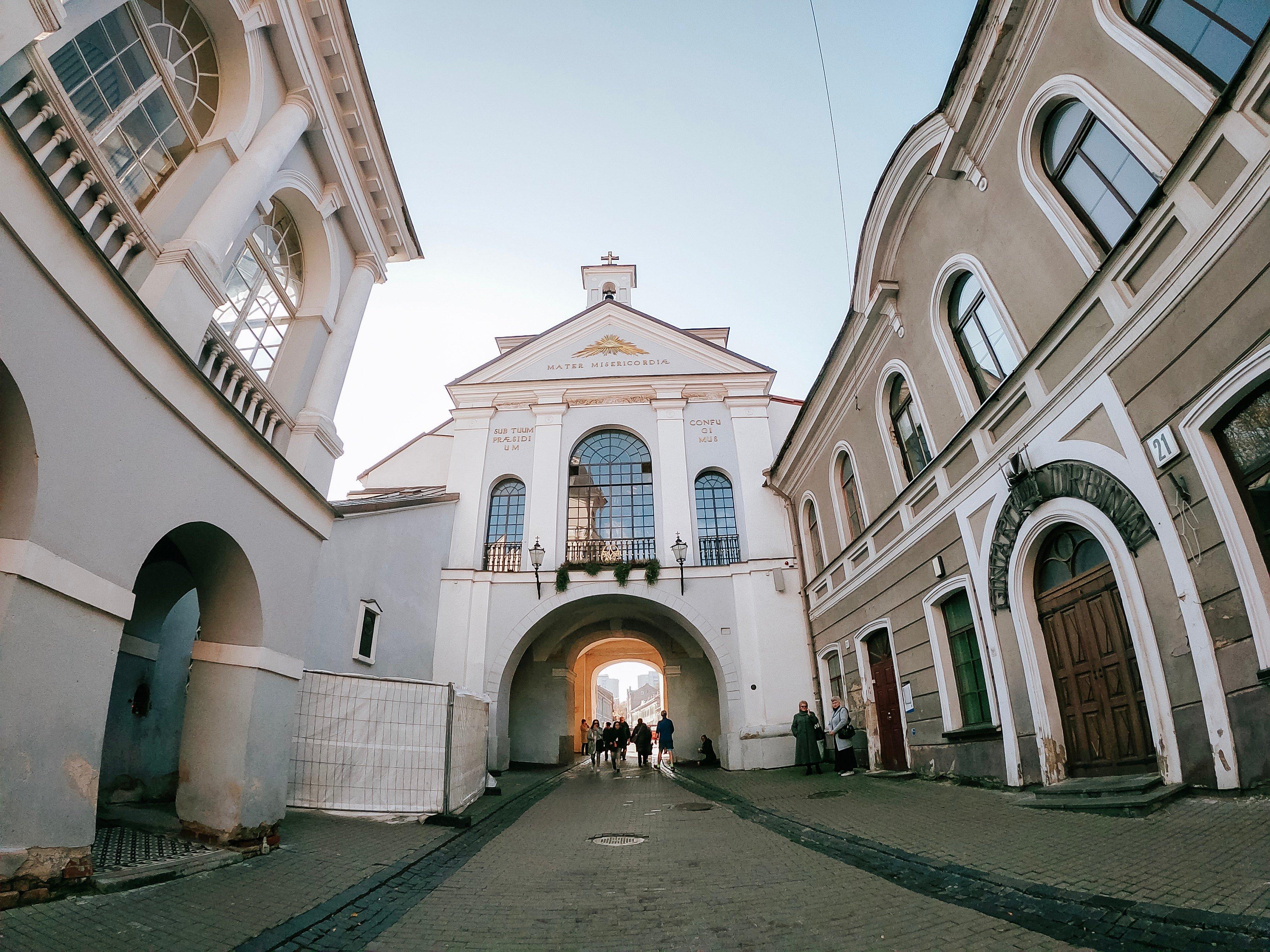 gates_of_dawn_downtown_vilniusGOPR0235