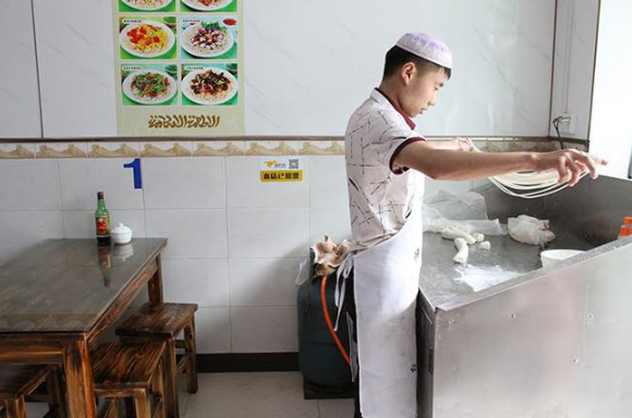 hand pulled noodles in china