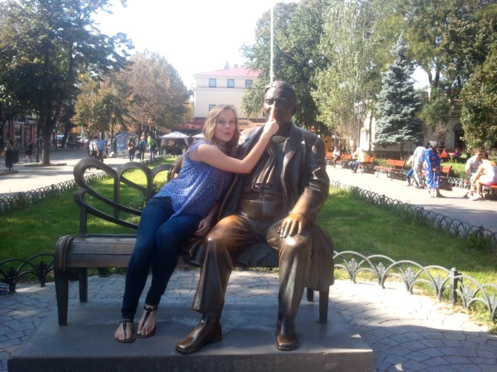 monument_in_odessa_ukraine.jpg