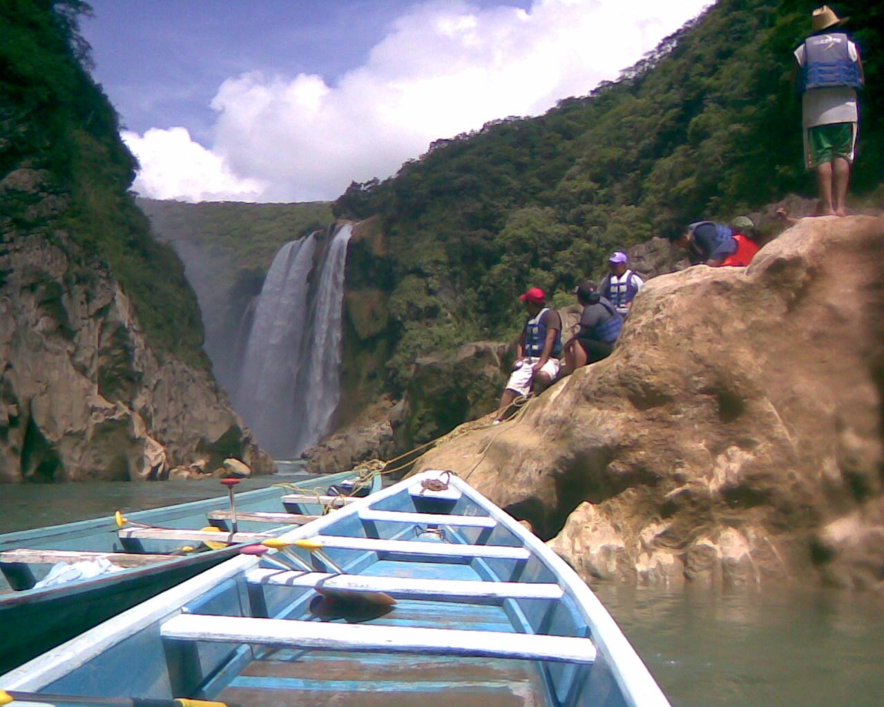 tamul canoe.jpg